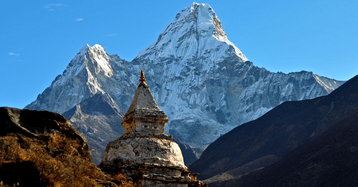 Ama-dablam-stupa